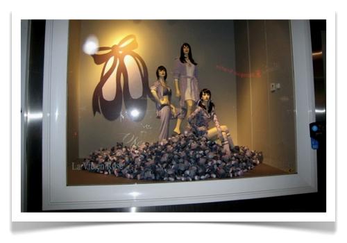 window display boutique La Vie en Rose Montreal